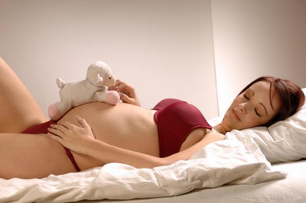 pregnant-woman-sleeping