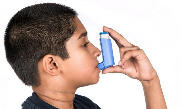 boy-in-blue-shirt-with-blue-asthma-inhaler